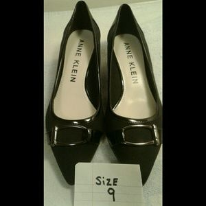 BRAND NEW ANNE KLEIN SMALL HEEL SHOES